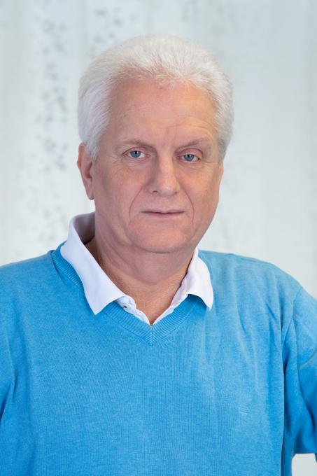 Dr. Standenat Peter